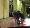 【動画】マクドナルドのドライブスルーで客と店員が殴り合いの大喧嘩