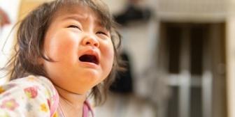 懐いている友人が帰るときにギャン泣きした子供に「あらあらあら、ママ(友人)帰っちゃうね~」という義母がウザい
