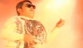 【世界の日本】  日本人に よる エアギター選手権 優勝 の時の動画。    海外の反応