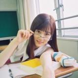 『【乃木坂46】セクシー…山下美月、教室でのメガネ×ノースリーブの誘惑がヤバい…』の画像