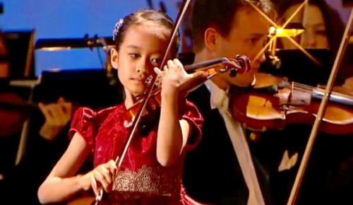 出場コンクール全て1位の日本人バイオリニスト吉村妃鞠さん(8歳)7歳当時の演奏を聴いた海外の反応
