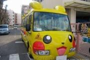 中国人「日本の幼稚園バス可愛すぎ。超萌える。ってかアメ公のスクールバスは戦車かよw」