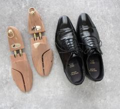 おすすめするには理由がある!靴を長く綺麗に履く木製シューキーパー