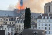 パリ、ノートルダム大聖堂炎上