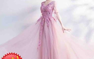 『アルカドレスでは、毎シーズンごとに今後の流行のデザインや形を確かめて、それをドレスに反映しています』の画像