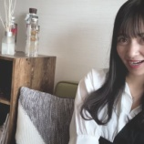 『【乃木坂46】千里眼かwww MVの金川紗耶の自宅に『乃木撮』『サムのこと』の原作本が置いてあった件wwwwww【世界中の隣人よ】』の画像