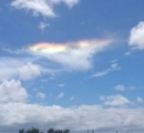 「突然出現したため驚いた」 嘉手納の空に彩雲現る