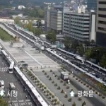 【韓国】ここは天安門か…!? ムン・ジェイン降ろしデモ警戒でバスで「バリケード」!