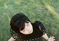 【画像】草の上でくつろぐ伊藤万理華ちゃん、とてもイイ感じ