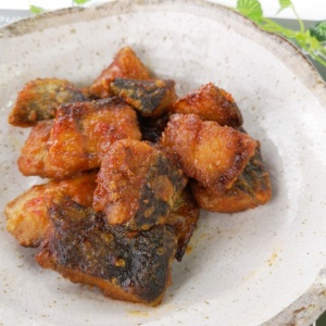 しっかり辛くてご飯に合う♪鮭の唐揚 ピリ辛ソース