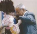 【画像】町長『うるせー触らせろ。1万円だか5000円だかくれてやったんだから触ったって当たり前だろ』