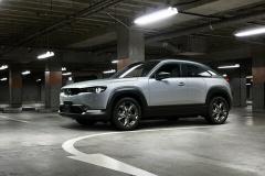マツダ、初の量産型EV「MX-30」発売! 航続距離256km お値段451万円~