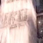 【動画】中国、冬の風物詩!マンションの水道管破裂で巨大氷柱が出現~!