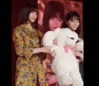 【乃木坂46】西野七瀬が欅坂46渡邉理佐とクマを抱えてランウェイに登場!!