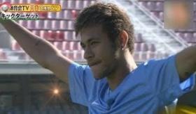 【日本のテレビ】  サッカーボールで ゴールの番号に当てる企画で ネイマール がメッシを抜き パーフェクトを達成。    【海外の反応】