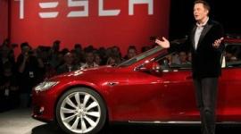イーロン・マスク「テスラ車を500万円で買って、使わない時にレンタルすれば年間200万円儲かる。今他社の車を買うのは馬鹿」
