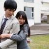白間美瑠が若い男に抱きついている画像をご覧ください・・・