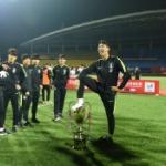 【中国】サッカーU-18韓国代表、中国に勝ち優勝も優勝カップを踏みつける暴挙! [海外]
