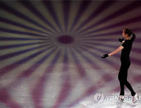キム・ヨナ、旭日旗模様のリンクで演技させられる