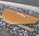高速道路で約20台パンク ベニヤ板に無数のクギが...