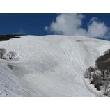 『コブ入門3期終了。青空広がる月山で爽快スキーイング!』の画像
