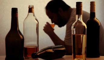酒に溺れ続けアルコール依存になった俺の末路