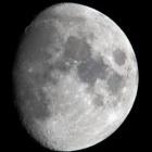 『月齢10.3のお月様&虹の入り江付近のトリミング拡大』の画像