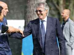 【画像】モラッティ会長の腕をしっかりつかんで別れを惜しむ長友