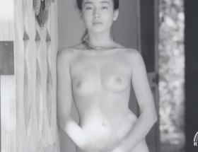 昨日ヨルタモリで宮沢りえの写真集の未公開写真(半裸ヌード)を公開してたんだけど