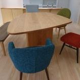 『徳島県に土井木工・オリジナル変形テーブル・ミーオ五角形と柏木工・CHAIRSを納品』の画像