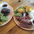 新栄町にある『肉酒場くるくる』で『日替わりお肉2種プレート』と『王道ハンバーグプレート』食べてみた。