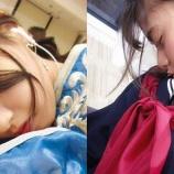 『熟睡中の西野七瀬さんと三つ編みセーラー服姿で居眠り中の齋藤飛鳥さん!【乃木坂46】』の画像