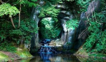 【絶景】都心から1時間!まるでジブリの世界と話題の秘境『濃溝の滝(画像あり)』