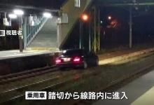【悲報】83歳のジジイ、踏切を交差点と間違え、線路内に進入し立ち往生(画像あり)