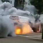 【動画】中国、駐車中のワゴン車がヤバすぎる勢いで煙を噴き出して、発火…! [海外]