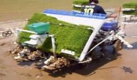 【農業機械】  米は こうやって作られていたのか・・・。日本の田植機の作業の様子を撮影してきた。   海外の反応