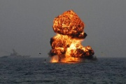 メキシコ湾原油流出 「海軍による油井爆破も必要かも」