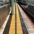 【画像】何だよこの駅のホーム #黄色い線 #トラップ