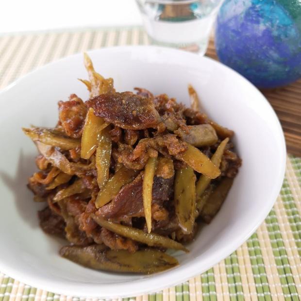 カリカリに炒めるのがポイント♪牛肉とゴボウの味噌佃煮