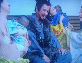 【悲報】真田丸で赤ちゃんがパンパース履いてる