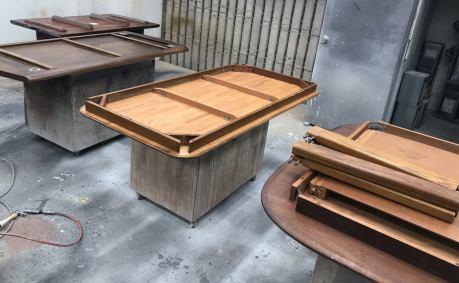 テーブルを4台まとめて塗り直し