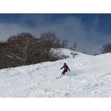 『斜面、雪質に対応した自然体の滑りを目指す!』の画像