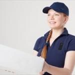 台風でも宅配ピザを配達する必要はあるのか?配達員の休む権利、事故の補償について考える