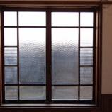 『家賃を値下げしてもらった部屋で起きた恐怖体験「窓を叩く女の子」』の画像