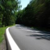 【画像】15年放置された道路がヤバい→実際に通ってみた結果