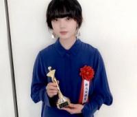 【欅坂46】平手友梨奈が「日本映画批評家大賞」の新人女優賞を受賞し、授賞式に登壇!