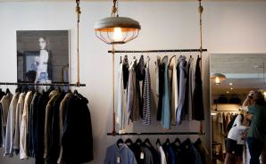 大学生が洋服を買う場所を相談