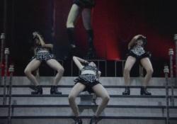 ℃-uteがストリッパー顔負けの超セクシーなパフォーマンスを披露!