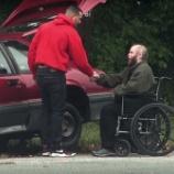 『車の故障を装い人間観察実験した結果に感動の嵐』の画像