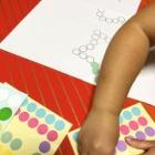 『最近シール貼りが大好きなあーちゃんにシール台を印刷してあげました!』の画像